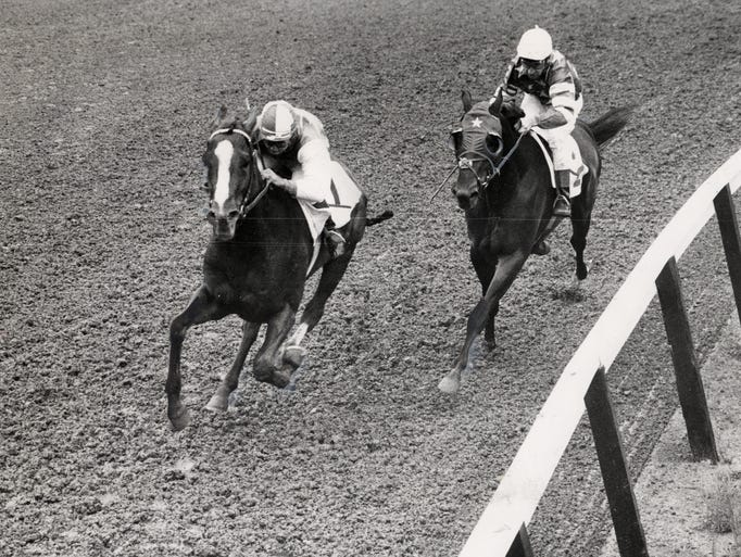 Venetian Way takes lead from Bally Ache entering stretch of the 1960  Kentucky Derby. Venetian Way won the Derby. May 7, 1960