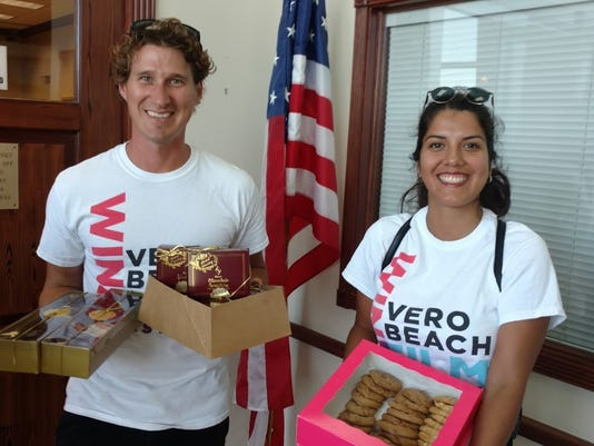 636589935588236672-VOL-Paul-and-Sara-Schiller-bring-cookies-to-City-Council-Meeting.jpg