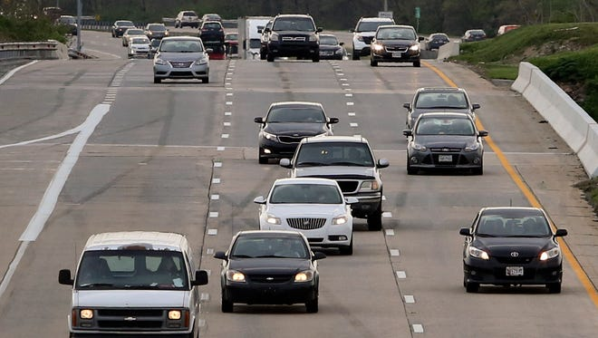 Traffic flows along I-495 northbound at the U.S. 13 exit near New Castle on Thursday, April 20, 2017. The northbound roadway will be closed this weekend from I-95 to U.S. 13 near New Castle for pothole repairs.