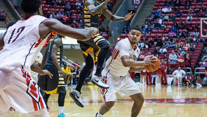 Kent State defeated Ball State men's 68-52.  Ohio defeated Ball State women's 60-53.