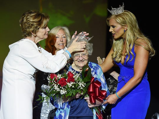 Miss Delaware 1937, Nickey Harriett Thompson, is honored