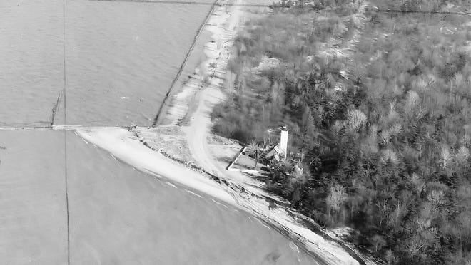 A 1948 photo of the road on the lake side of the lighthouse.