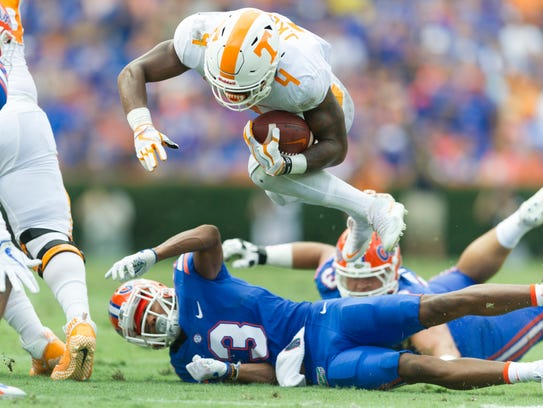 Tennessee running back John Kelly (4) leaps over Florida