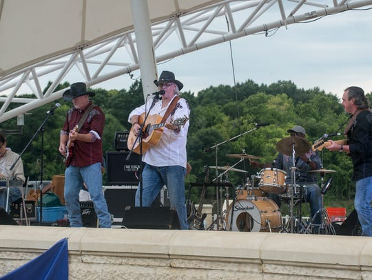 Freddy Lovvorn and The Head N' South Band perform at