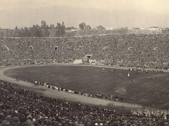 Alabama and Washington square off in the 1926 Rose Bowl in Pasadena.