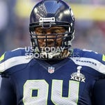 The New Orleans Saints sign veteran defensive end Kevin Williams.