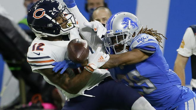 Detroit Lions cornerback Darryl Roberts (29) breaks up a pass intended for Chicago Bears wide receiver Allen Robinson (12) in the second half of a Sunday's game in Detroit.
