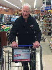 Gordie Howe grocery shopping at a Kroger near Toledo in March, 2016.