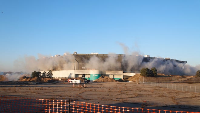The first attempt to implode the Silverdome failed to bring down the stadium's upper ring.