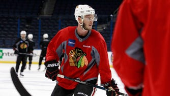 Chicago Blackhawks center Jonathan Toews (19) works out during media day before the 2015 Stanley Cup Final at Amalie Arena.