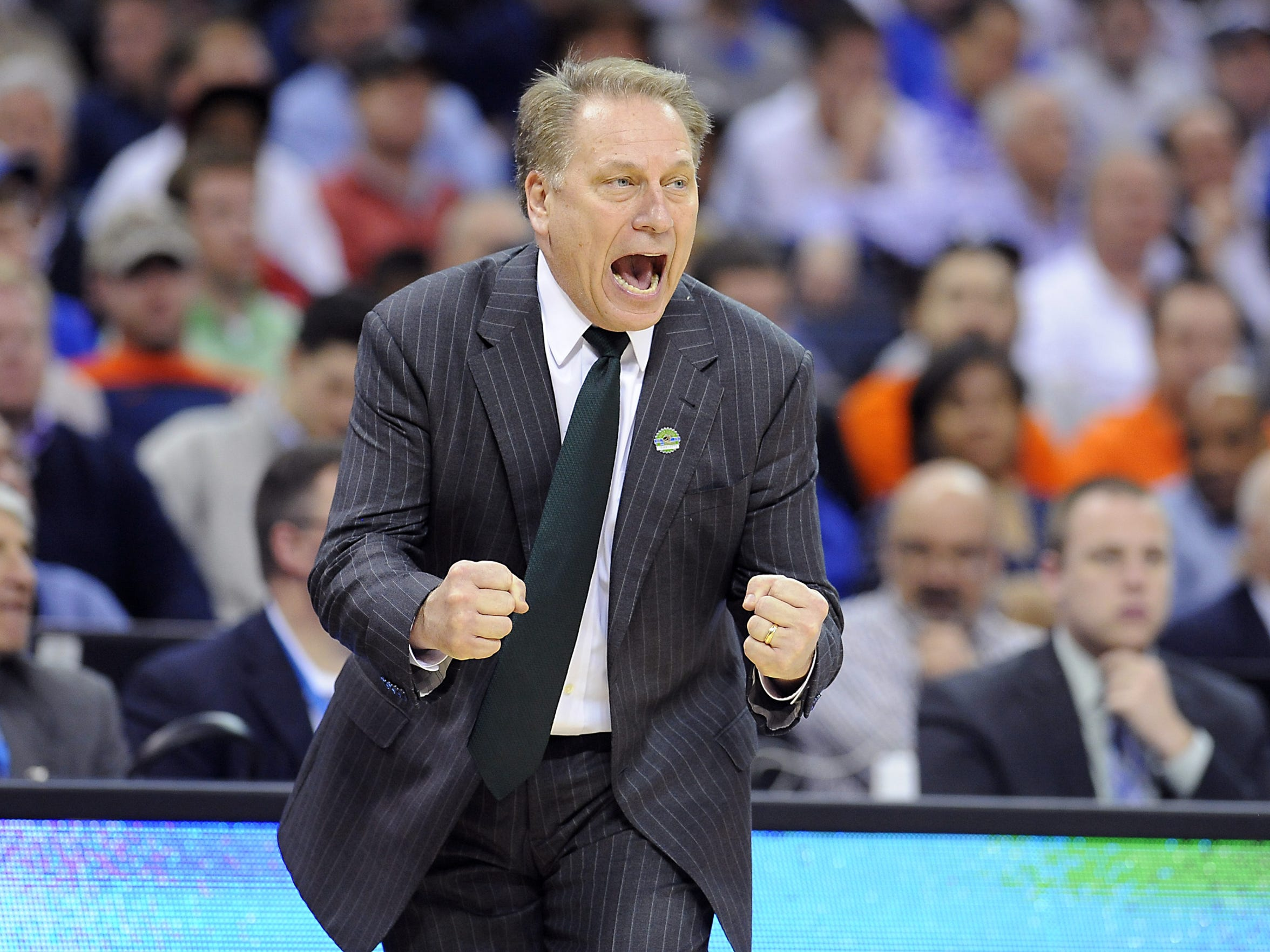 Tom Izzo coaching his team against Virginia on March
