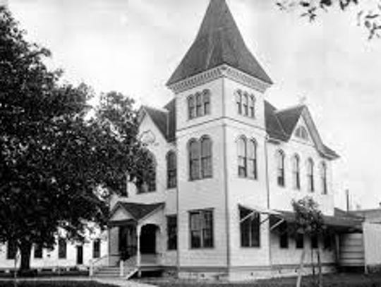 The first Lee County Courthouse was built in 1894.