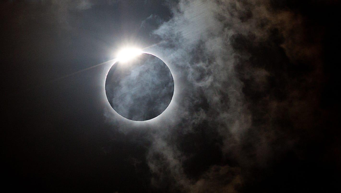 Eclipse Diamond Ring Effect