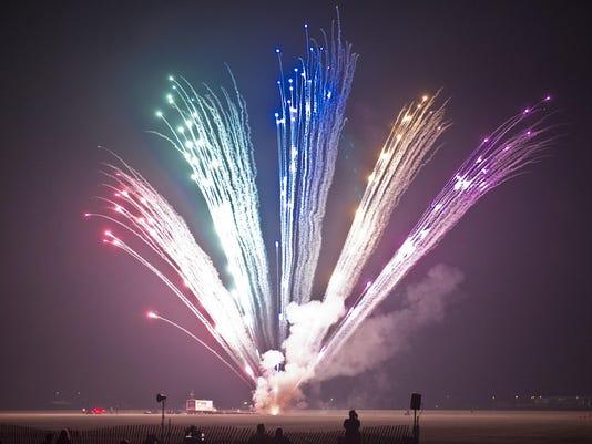 IMG_Fireworks_01.jpg_1_1_FQ7QQTK8.jpg_20140703.jpg