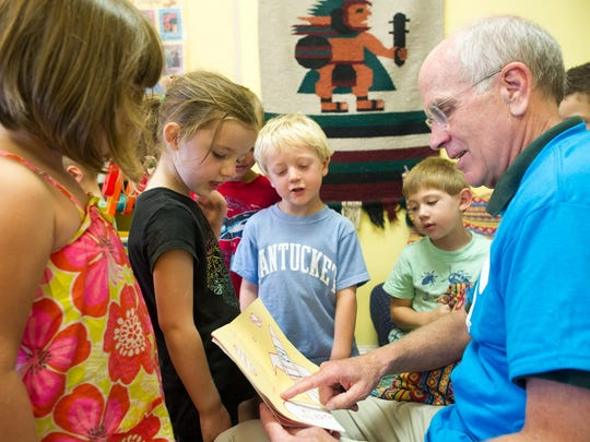 Rep. Peter Welch, D-Vt., reads to Y preschoolers during a 2014 visit.