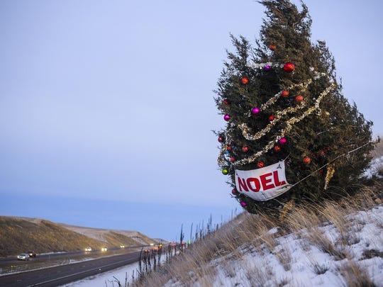 FAL 0412 Noel Tree