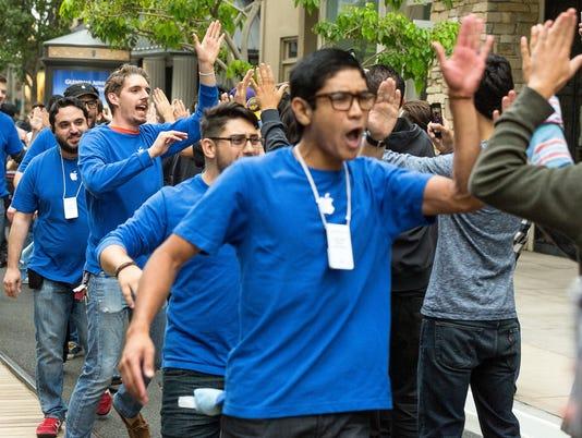 iBlockbuster weekend for Apple's new iPhones