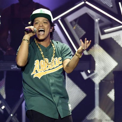 Bruno Mars donates $1M from concert to Flint