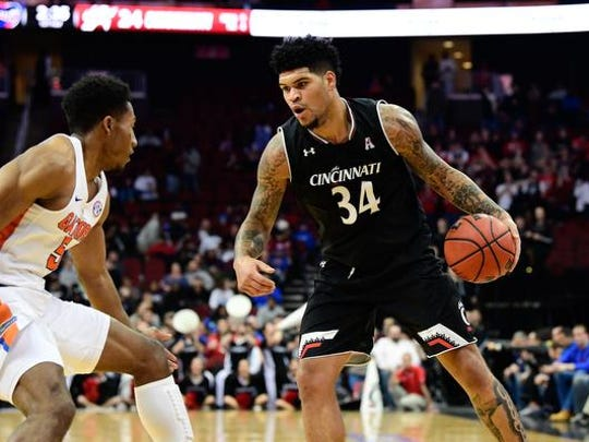 Cincinnati Bearcats guard Jarron Cumberland (34) controls