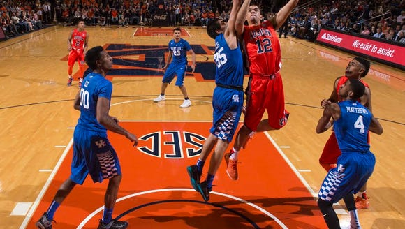 Auburn forward Tyler Harris (12) had 21 points and