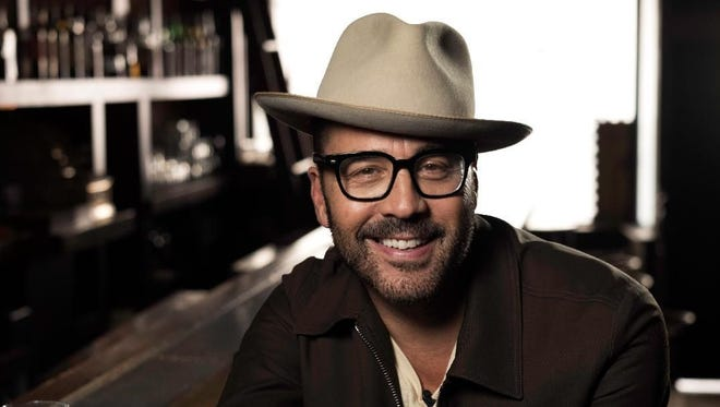 Jeremy Piven is the star of 'Wisdom of the Crowd,' which features a computer app called 'Sophe' helping him solve crimes.