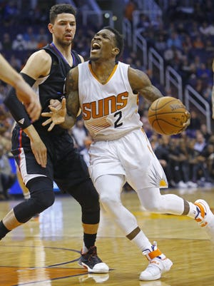Phoenix Suns guard Eric Bledsoe (2) cries foul against LA Clippers guard Austin Rivers (25) during the first half of heir NBA game Wednesday,, Feb. 1, 2017 in Phoenix, Ariz.
