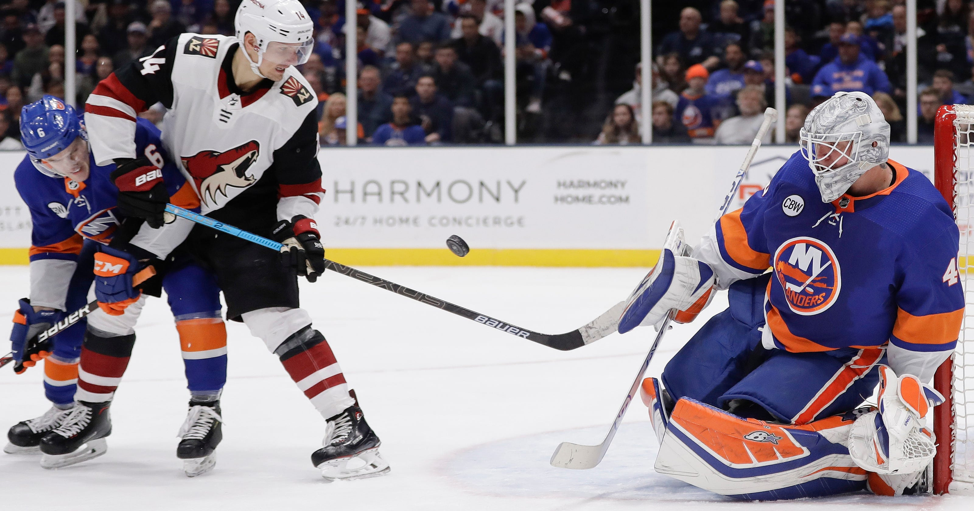 Lehner earns 5th shutout, Islanders beat Coyotes 2-0