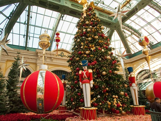 the bellagio las vegas las vegas may be known as sin city but its world class shopping and elaborate decorations actually make it an amazing christmas - Las Vegas Christmas Decorations
