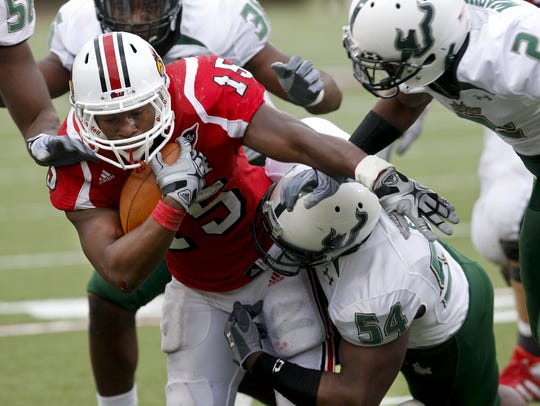 Bilal Powell runs with the ball during a 2010 game vs. USF during his time at Louisville.