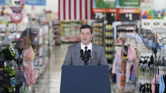 Wal-Mart U.S. CEO Bill Simon is stepping down.