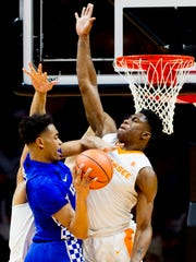 Tennessee forward Admiral Schofield (5) defends against