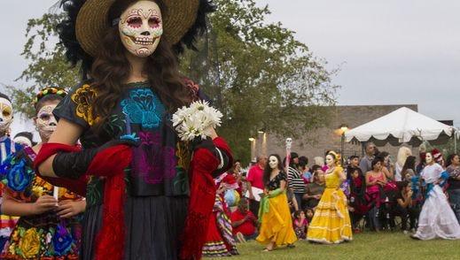 Este festival atrae a gran cantidad de familias que disfrutan de una tarde llena de arte, color y folclor.