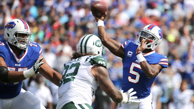 """Tyrod Taylor on Zay Jones: """"I'm not going to be perfect, he's not going to be perfect, but the main thing is that we continue to keep pressing forward."""""""