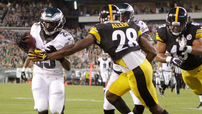 Eagles running back LeSean McCoy (left) pushes the ball into the end zone ahead of Pittsburgh's Cortez Allen (28) and Troy Polamalu for a the first score of the game in the first quarter Thursday at Lincoln Financial Field in Philadelphia.