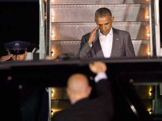 obama+salute.JPG