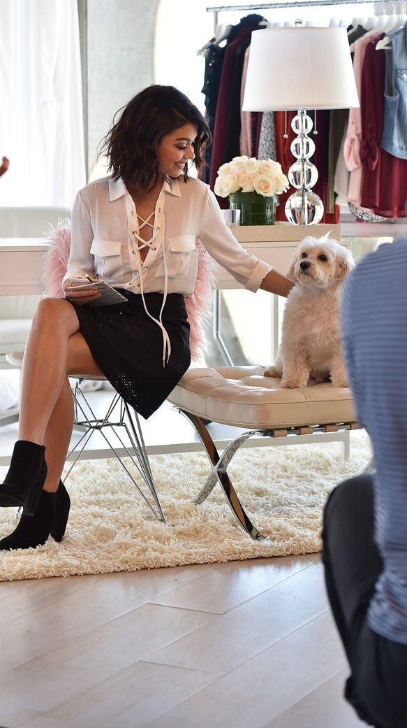 A behind-the-scenes look at Sarah Hyland and her dog