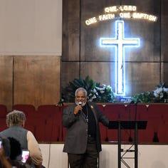 Aretha Franklin honored at church prayer service