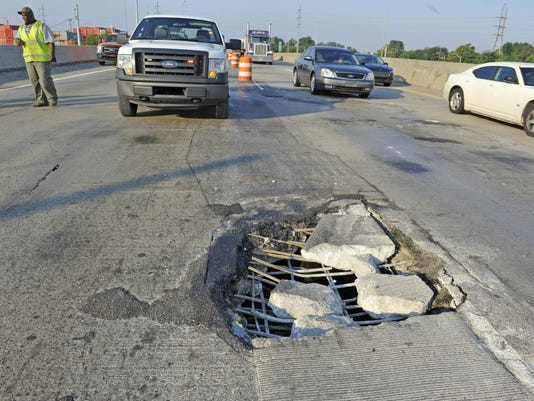file-- riverrougebridge pothole