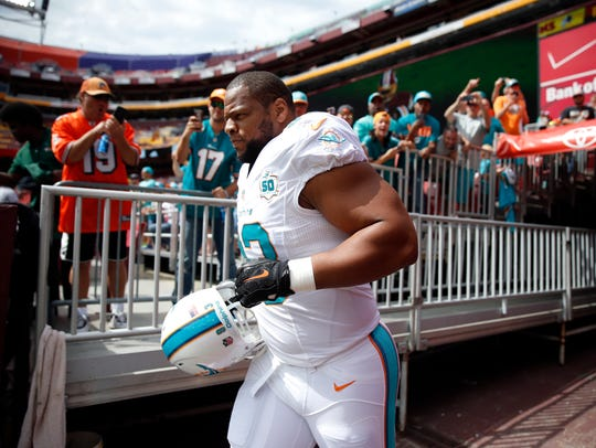 Miami Dolphins defensive tackle Ndamukong Suh runs
