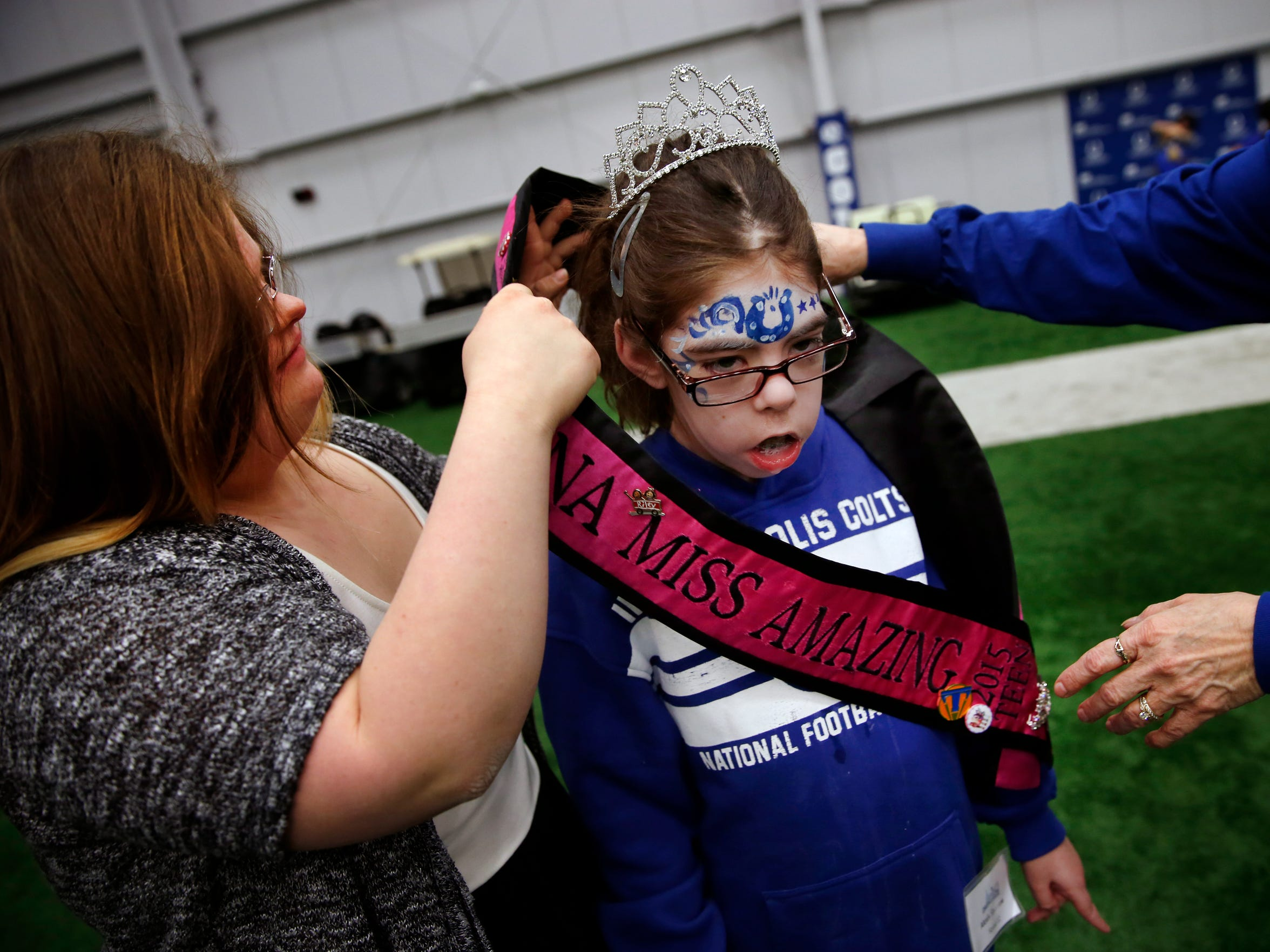 Mickey Deputy puts her Miss Amazing 2015 tiara and