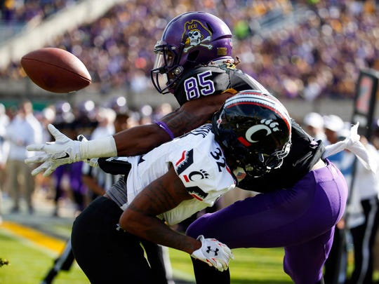 East Carolina wide receiver Davon Grayson (85) makes a touchdown catch against Cincinnati defensive back Linden Stephens in 2015. Both schools have been linked to Big 12 expansion.