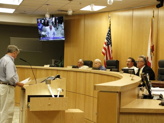 Marco Island resident Tim Gordon speaks about the city's sign ordinance at the Jan. 9 City Council meeting.