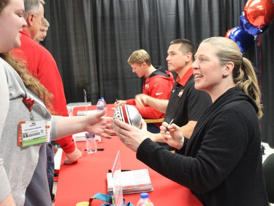 Katie Smith, former OSU basketball player, signs an