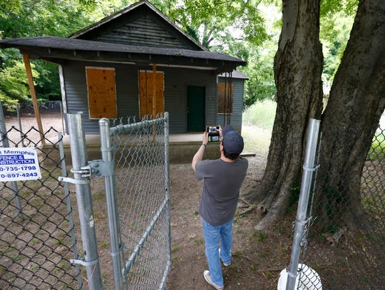 A fan visits the house where Aretha Franklin was born in South Memphis.