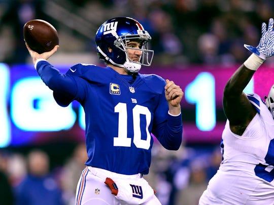 New York Giants quarterback Eli Manning (10) threw