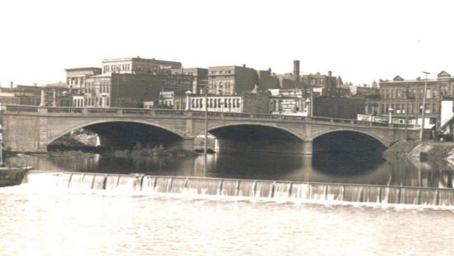 In 1912, the Eighth Street bridge was built using a Luten arch design.