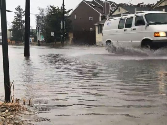 Heavy winds developed Friday afternoon as weather experts continued to forecast mile-a-minute gusts, heavy rain and flooding throughout New York.