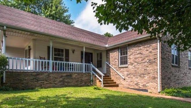 ROBERTSON COUNTY: 706 Third Ave. W., Springfield 37172
