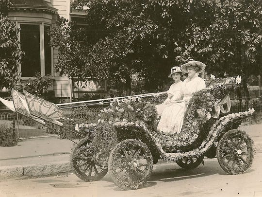 Carolyn Spalding driving her electric car in about 1915.