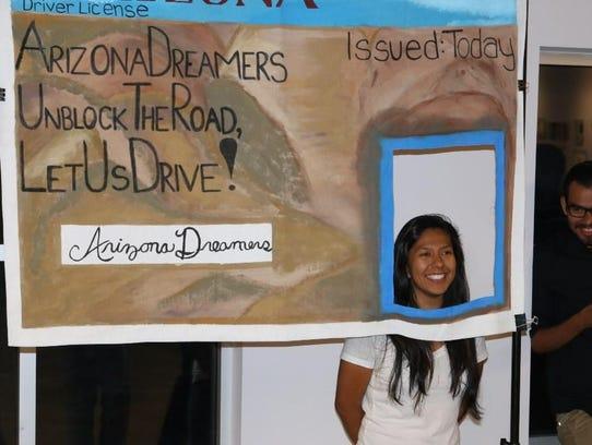 La pancarta de la licencia de conducir desplegada por
